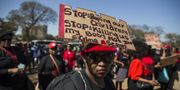 Kvinnor i Pretoria demonstrerar mot våld mot kvinnor. WIKUS DE WET / AFP
