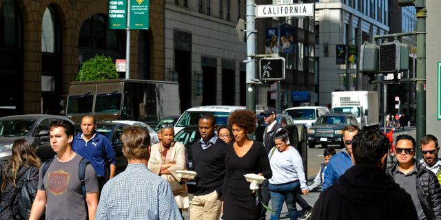 Illustrationsbild: Flanörer i San Francisco. Eric Risberg / TT NYHETSBYRÅN