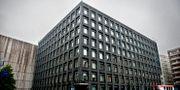 Riksbanken med sin tunga fasad i svart granit, mitt i Stockholms city. Arkivbild. ERIK MÅRTENSSON / TT / TT NYHETSBYRÅN