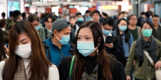 Illustrationsbild från tunnelbanestation i Hongkong.  Kin Cheung / TT NYHETSBYRÅN