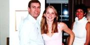 Prins Andrew med den då 17-åriga kvinnan, hemma hos Jeffrey Epstein 2001.