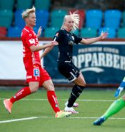 Linköpings Nilla Fischer, Göteborgs Stina Blackstenius och Linköpings målvakt Matilda Haglund under måndagens fotbollsmatch Thomas Johansson/TT / TT NYHETSBYRÅN