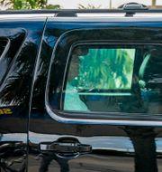 Donald Trump lämnar en golfbana i Florida i bil på annandagen. Greg Lovett / TT NYHETSBYRÅN