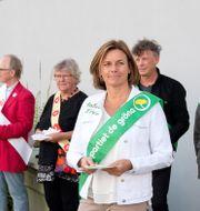 Miljöpartiets språkrör Isabella Lövin röstar i Viks skola på Värmdö. Jessica Gow/TT / TT NYHETSBYRÅN