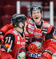 Malmö Redhawks Jan-Mikael Järvinen och Emil Sylvegård jublar CHRISTIAN ÖRNBERG / BILDBYRÅN