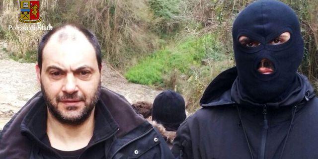 Bild från polisens tillslag. Den italienska polisen har inte uppgett om det är Giuseppe Ferraro eller Giuseppe Crea på bilden. ITALIAN POLICE / HO