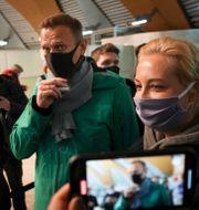 Aleksej Navalnyj och hans fru Julia. Mstyslav Chernov / TT NYHETSBYRÅN
