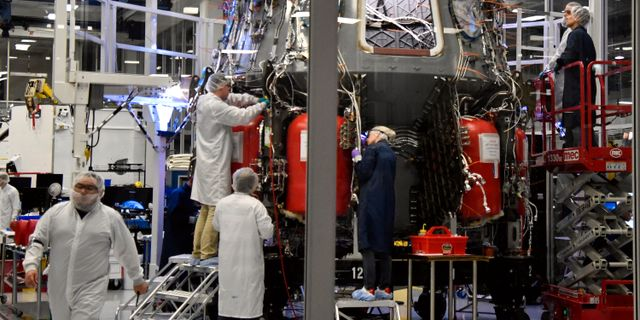 Space X-tekniker i arbete. GENE BLEVINS / TT NYHETSBYRÅN