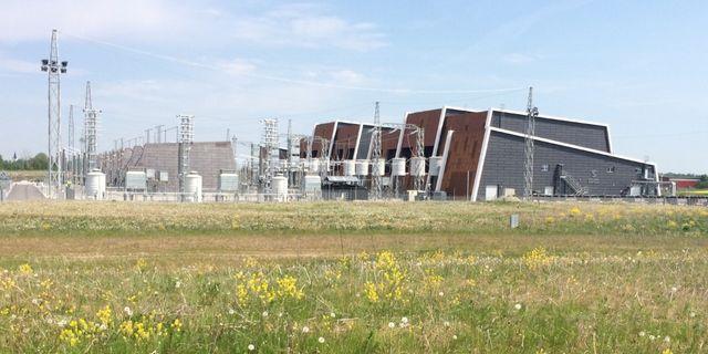 Station Hurva i Hörby kommun. Stationsområdet innehåller ett ställverk och en omriktarstation, där elen transformeras mellan likström och växelström. Svenska kraftnät