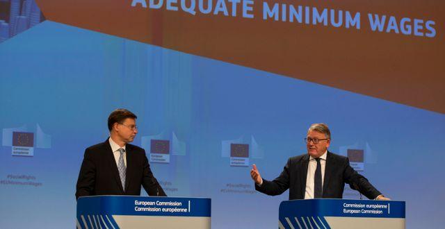 Valdis Dombrovskis från kommissionen och arbetsmarknadskommissionären Nicolas Schmit. Virginia Mayo / TT NYHETSBYRÅN