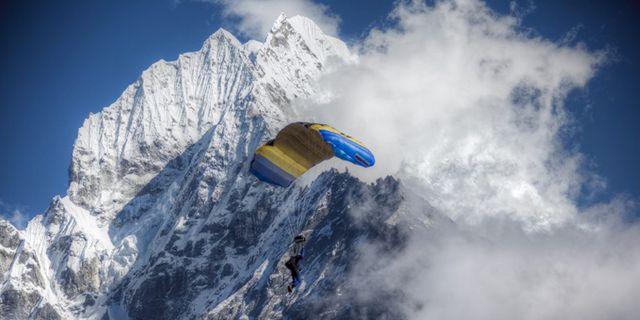 I höst kan du hoppa fallskärm över Mount Everest – men det kostar. Everest Skydive