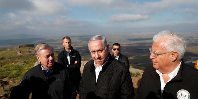 Amerikanska senatorn Lindsey Graham, Israels premiärminister Benjamin Netanyahu och USA:s  ambassadör David Friedman. Ronen Zvulun / TT NYHETSBYRÅN