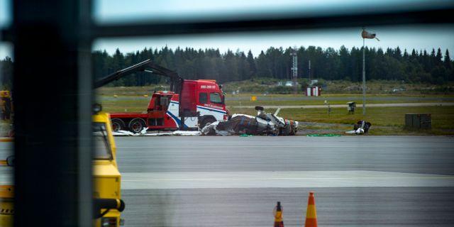 Bärgning av vrakdelar från flygplanet i den flygolycka där nio personer omkom i söndags, 17 juli. Patrick Trägårdh/TT / TT NYHETSBYRÅN
