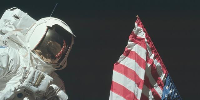 I juli är det 50 år sedan Armstrong tog det första steget på månen. Det vill National Geographic uppmärksamma genom att visa nya dokumentärer om rymden varje lördag under hela juli.  National Geographic