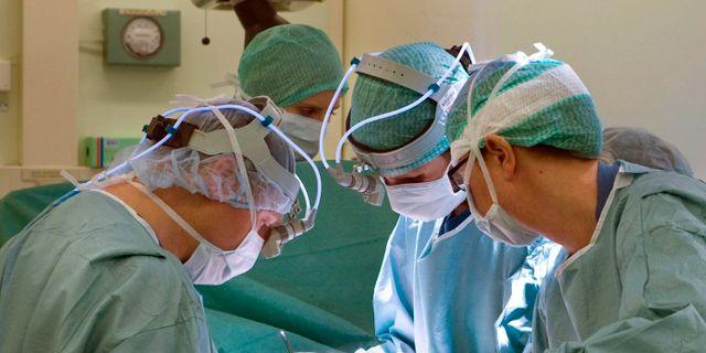 Läkare opererar på Södersjukhuset.  Bertil Ericson / TT / TT NYHETSBYRÅN