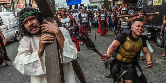 Katolskt passionsspel i Medellin i Colombia. JOAQUIN SARMIENTO / AFP
