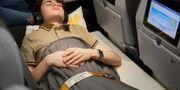 Man måste vara tolv år eller äldre för att kunna boka sängen och den får bara användas av en person i taget. Thomas Cook Airlines
