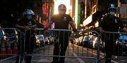Polis försöker hålla människor borta från Times Square på Manhattan i New York City. Seth Wenig / TT NYHETSBYRÅN