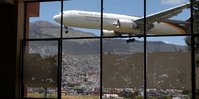 Illustrationsbild: Plan går in för landning i Quito, Ecuador. Dolores Ochoa / TT NYHETSBYRÅN