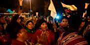 Demonstranter firar presidentens besked att bensinsubventionerna blir kvar.  RODRIGO BUENDIA / AFP