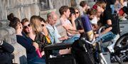 En plats i solen vid domkyrkan i Lund i brittsommarsolen på onsdagen. Johan Nilsson/TT / TT NYHETSBYRÅN