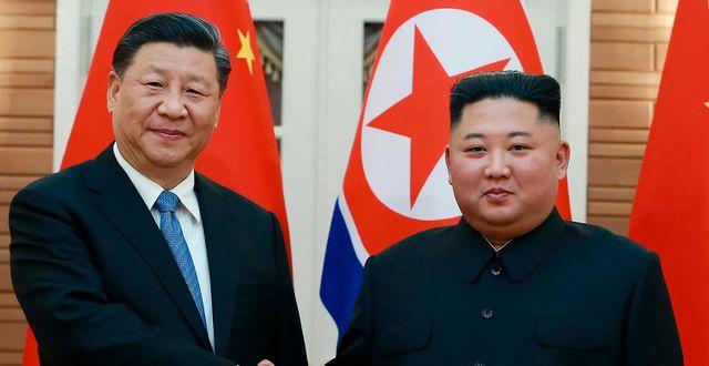 Arkivbild från 2019. Xi Jinping och Kim Jong-Un.  TT NYHETSBYRÅN