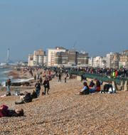 Bild från stranden i Brighton Steve Parsons / TT NYHETSBYRÅN
