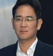 Arkivbild: Lee Jae-yong efter rättegången i augusti, där han dömdes till fem års fängelse för korruption.  Chung Sung-Jun / TT / NTB Scanpix