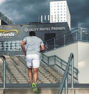 Joggande man vid Friends arena i Solna.  Henrik Holmberg / TT / TT NYHETSBYRÅN