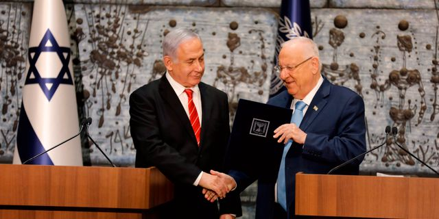 Israels president Reuven Rivlin och Benjamin Netanyahu. MENAHEM KAHANA / AFP
