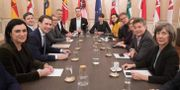 Partierna i förhandlingar idag. ALEX HALADA / AFP