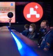Nasas personal övervakar sonden. Bill Ingalls / TT NYHETSBYRÅN