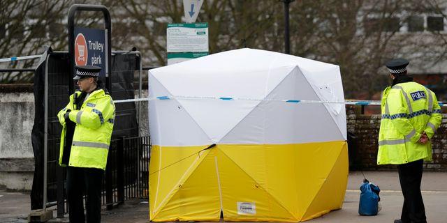 Polis vid avspärrning i Salisbury efter giftattacken. Matt Dunham / TT / NTB Scanpix