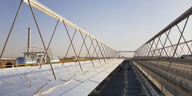 Industrial Solars koncentrerande Fresnel-solfångare kan generera värme och ånga upp till 400 grader Celsius. Solvärmen kan driva industriella processer som till exempel destillering, pastörisering och torkning. Med hjälp av SolarSprings membranteknik kan Industrial Solar också erbjuda att rena vatten och att återvinna värdefulla råvaror