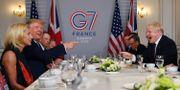 Donald Trump och Boris Johnson på frukostmöte i Frankrike. DYLAN MARTINEZ / TT NYHETSBYRÅN