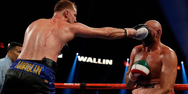 Otto Wallin får in ett slag i ansiktet på Tyson Fury. STEVE MARCUS / BILDBYRÅN