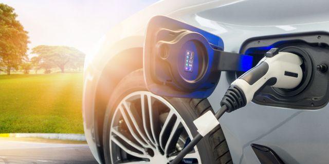 Se till att få svar på rätt frågor innan du slår till på en elbil. Shutterstock