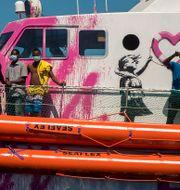 Banksys räddningsbåt. Santi Palacios / TT NYHETSBYRÅN