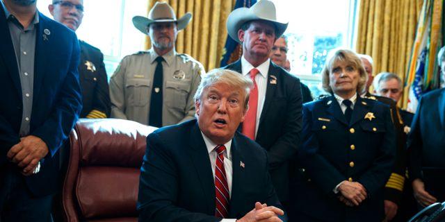 Donald Trump i Ovala rummet på fredagen. Evan Vucci / TT NYHETSBYRÅN