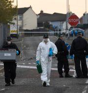 Arkivbild. Polis på mordplatsen i Londonderry.  Clodagh Kilcoyne / TT NYHETSBYRÅN