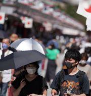 Illustrationsbild: Människor vid Sensojitemplet i Asakusadistriktet i Tokyo. Eugene Hoshiko / TT NYHETSBYRÅN