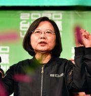 Illustrationsbild: Taiwans president Tsai Ing-wen tillsammans med vicepresidenterna William Lai och Chen Chien-jen.  SAM YEH / AFP