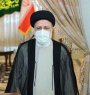 Irans president Hassan Rouhani med sin blivande efterträdare Ebrahim Raisi idag. TT NYHETSBYRÅN