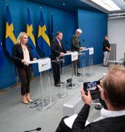Regeringen under en av årets många pressträffar. Fredrik Sandberg/TT / TT NYHETSBYRÅN