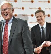Illustrationsbild. Göran Persson och Jens Henriksson skrattar hela vägen till Swedbank. Claudio Bresciani/TT / TT NYHETSBYRÅN