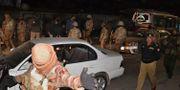 Pakistanska soldater och polis vid platsen där dådet inträffade. Arshad Butt / TT / NTB Scanpix