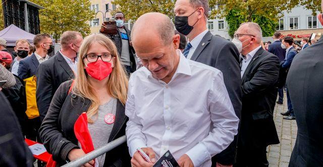 SPD-ledaren Olaf Scholz kampanjar inför valet. SPD är ett av partierna som attackerna riktats mot. Martin Meissner / TT NYHETSBYRÅN