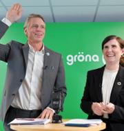 V-ledaren Nooshi Dadgostar och MP:s språkrör Per Bolund och Märta Stenevi. TT