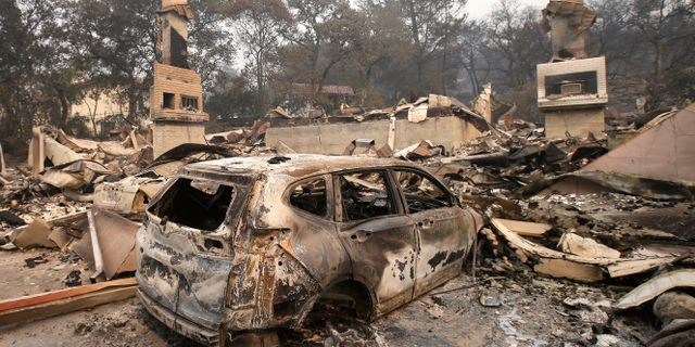 En utbränd bil i Napa.  Rich Pedroncelli / TT NYHETSBYRÅN