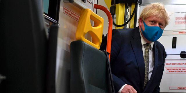 Boris Johnson på besök i en ambulans.  Ben Stansall / TT NYHETSBYRÅN
